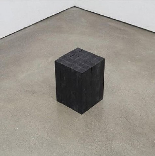 Carl Andre. Less is still less.⠀ .⠀ .⠀ .⠀ #art #installation #lessisless #carlandre #minimal #topstylefiles #bedroom #bedroomdesign #bedding #interior123 #interiordesign #ethical #minimalism #interiors #sleepwithus