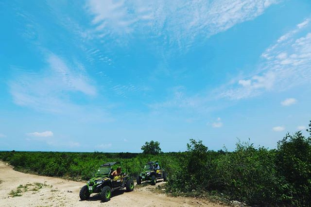 Just you and your friends, in nature, under a clear blue sky. What more do you need? . . . #zanzibarisland #zanzibar #nungwi #nungwibeach #Africa #eastAfrica #Tanzania #nature #safari #culture #holiday #vacation #sky #extreme #offroad #offroading #utv #buggy #buggytrip #dirt #friends #family