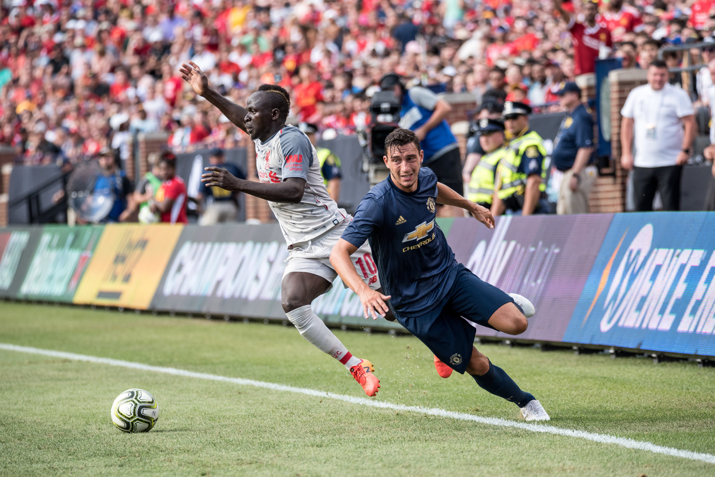 Matteo Darmian (36) struggled to deal with the likes of Sadio Mané (10) throughout Saturday's match - Photo: Elizabeth Wenner