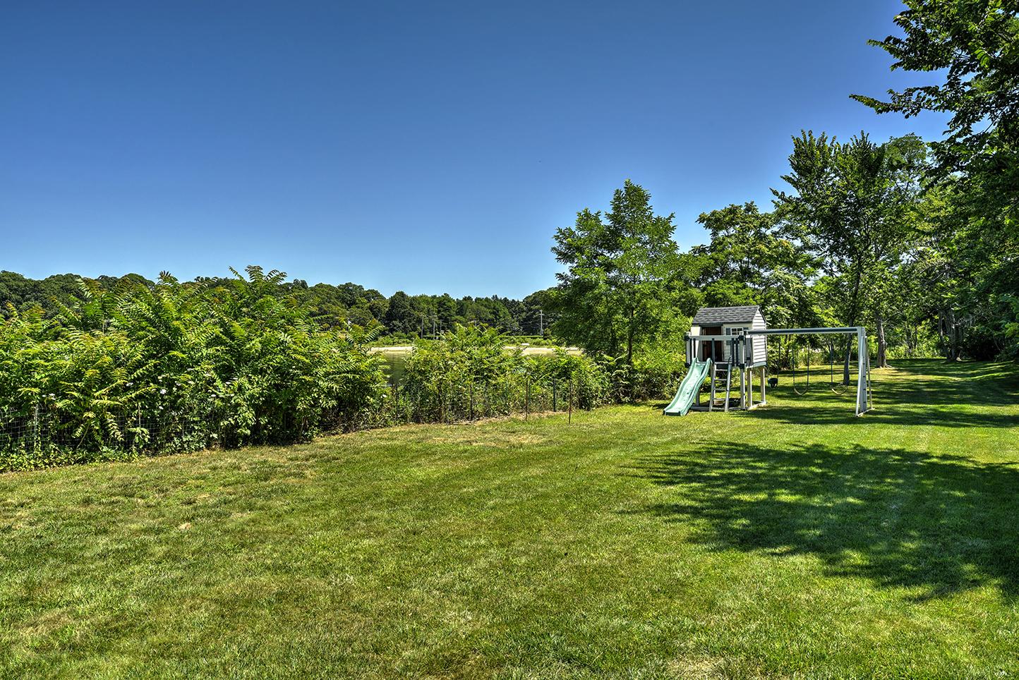 29-Winthrop-Rd-lawn.jpg