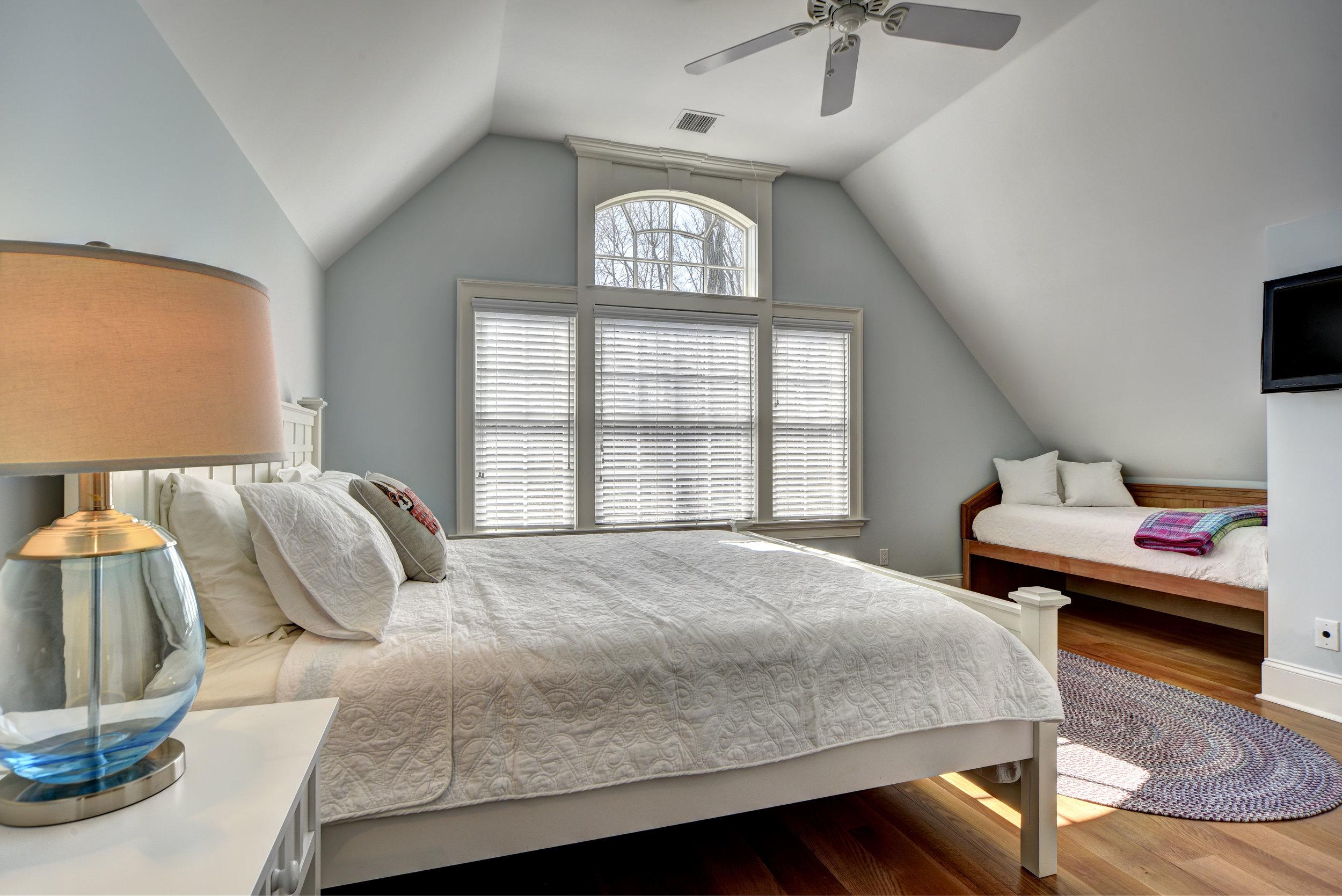 29 Winthrop Rd bed3.jpg