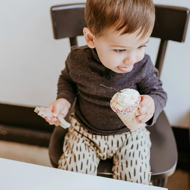 Teether or ice cream? This is the only fight our teethers loose 😂👌 Every Laska box includes exclusive handmade wooden teether for your baby!