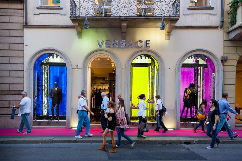 Top-10-Best-Shopping-Streets-In-The-World-Via-Montenapoleone-Milan.jpg