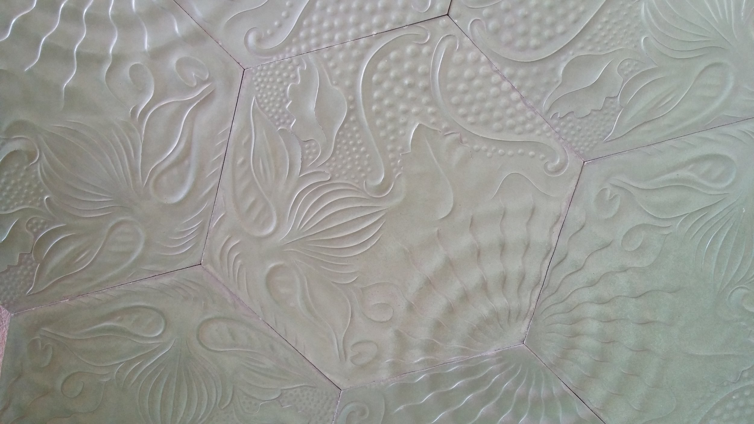 Nature and sealife motifs in the decorative tiles - Battlo