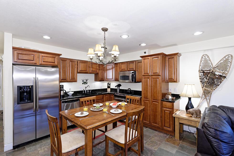 Crestwood Condominiums 1 Bed Deluxe 01.jpg