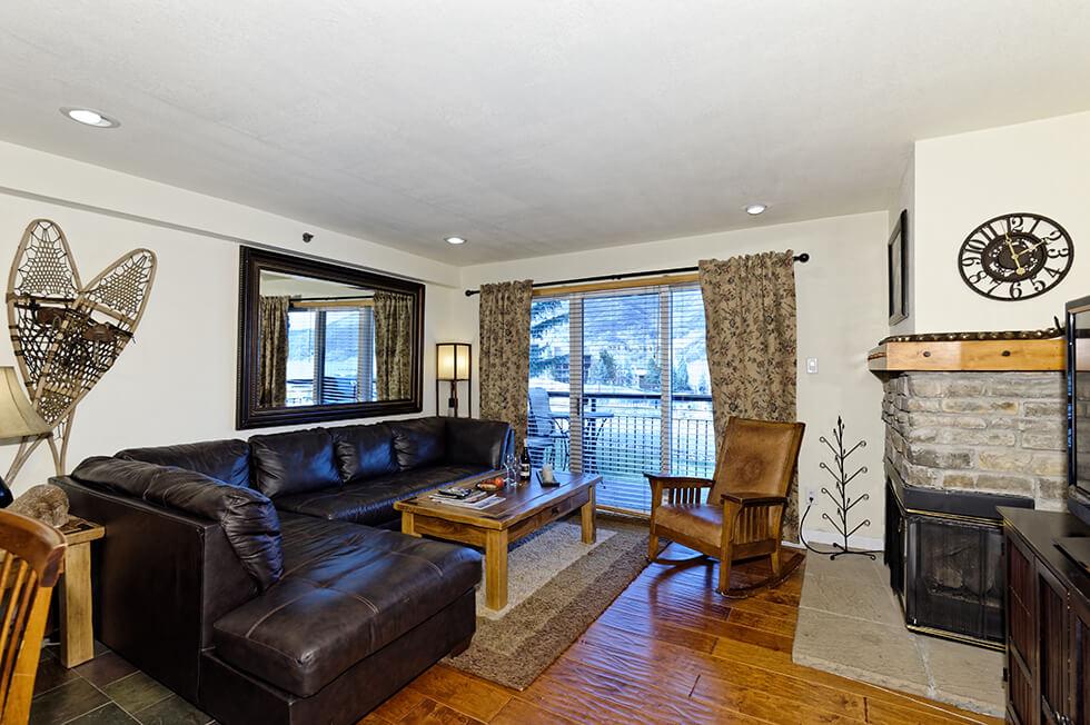 Crestwood Condominiums 1 Bed Deluxe 02.jpg