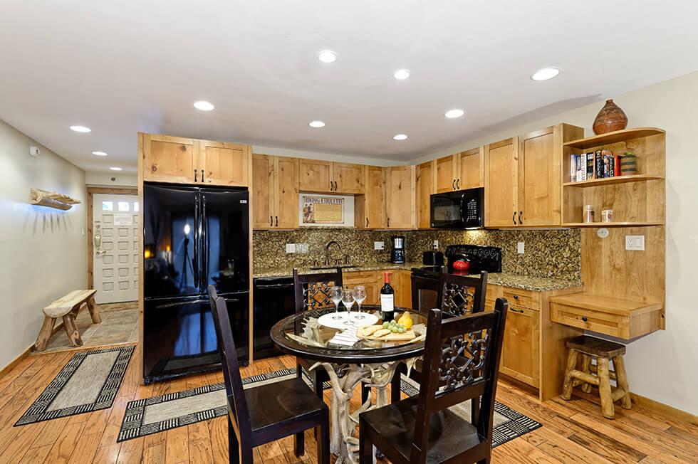 Crestwood Condominiums 1 Bed Premier 02.jpg
