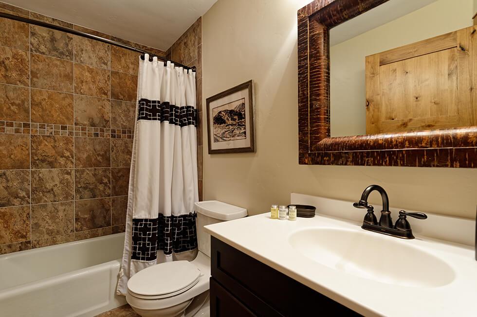Crestwood Condominiums 1 Bed Premier 03.jpg