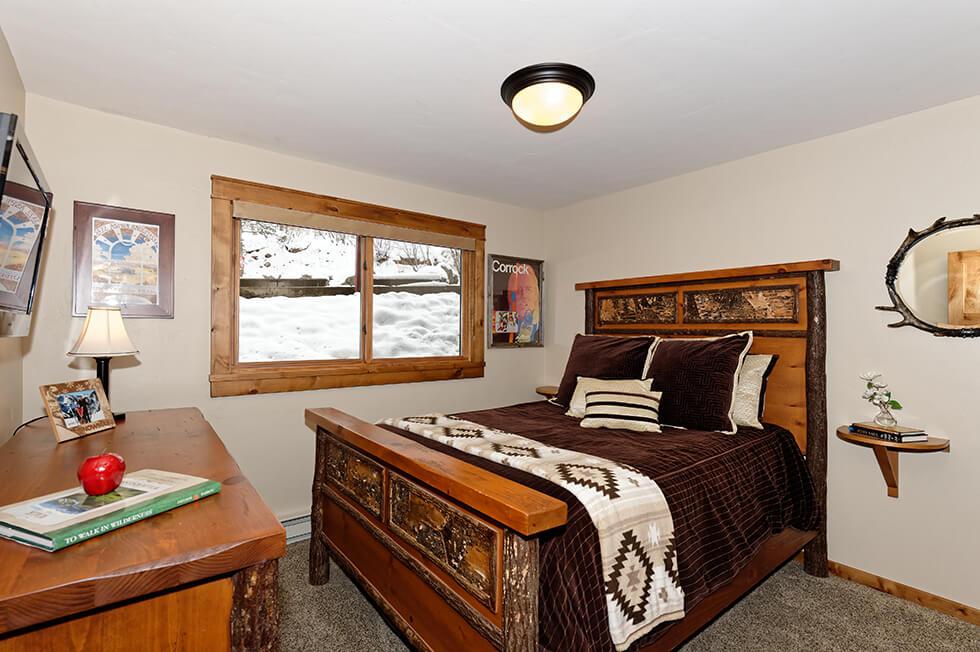 Crestwood Condominiums 1 Bed Premier 04.jpg