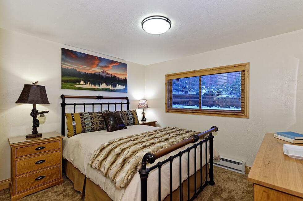 Crestwood Condominiums 3 Bed Deluxe 05.jpg