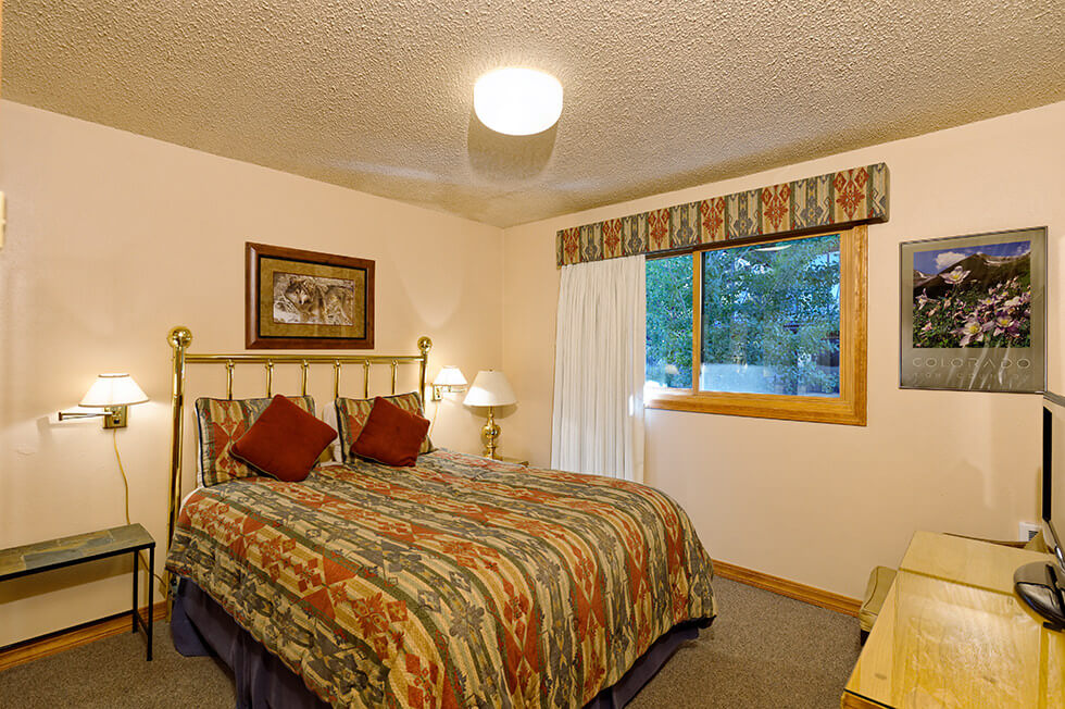 The Crestwood Condominiums 2 Bed Deluxe05.jpg