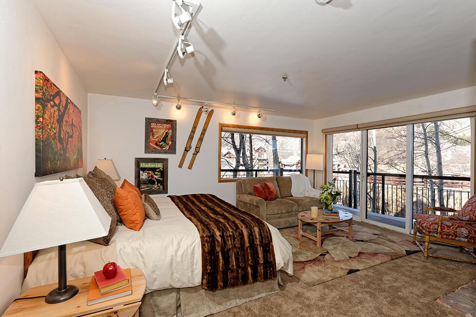 Crestwood Condominiums 3 Bed Deluxe 02.jpg