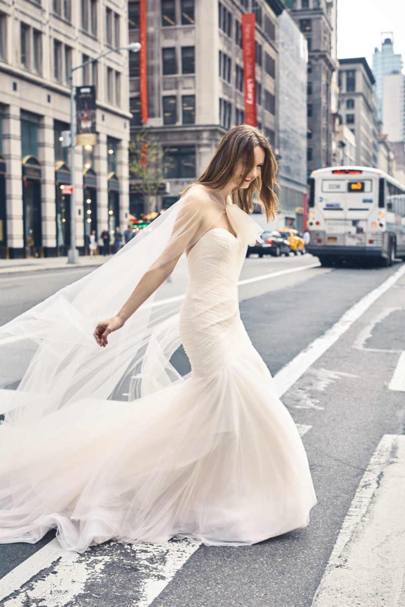 elegant-wedding-monique-lhuillier-spring-2018-bliss-collection11.jpg