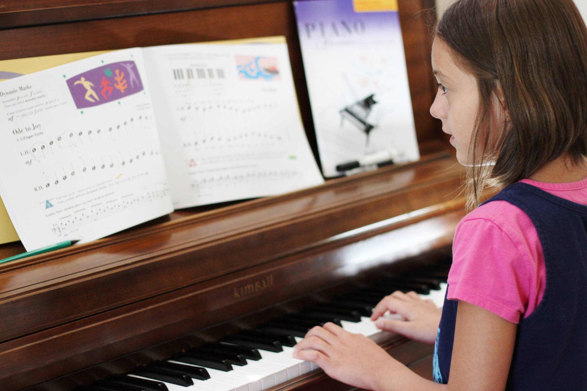 Lianna_student_at_piano
