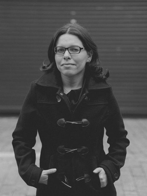 Além de cinegrafista, Flávia é jornalista e atua no segmento automotivo como relações públicas. Escreve sobre o terceiro setor em um blog de cultura e nas horas vagas curte assistir shows e ver séries