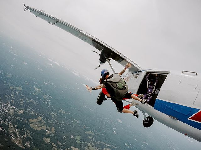 AHH. When you fall out of a plane, cue 'Free Bird' by Lynyrd Skynyrd, but skip ahead to 4:56 where the guitar solo kicks in.  #throwbacktolastsummer
