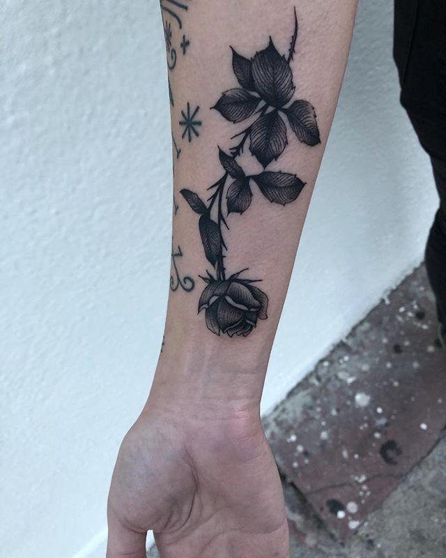 Thank you Sara!🖤 @thunderbirdtattoola @blackoaktattoo #chicago #tattoos #blacktattooing #blacktattooart #222 #tattoodo #everythingwithlove #chicagotolosangeleswithlove #rosesfordayz