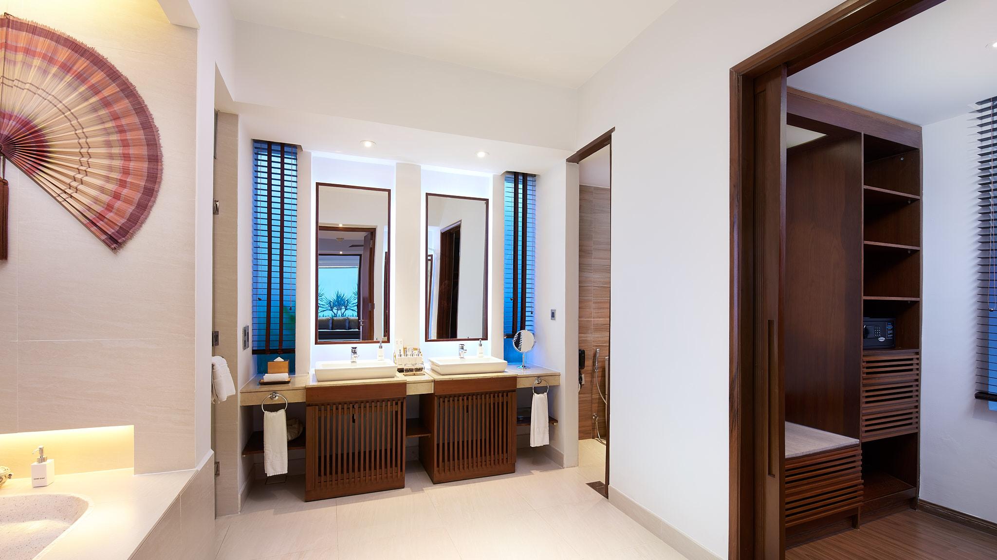 0121_Sunrise Hoi An_Pool Villa Bathroom.jpg