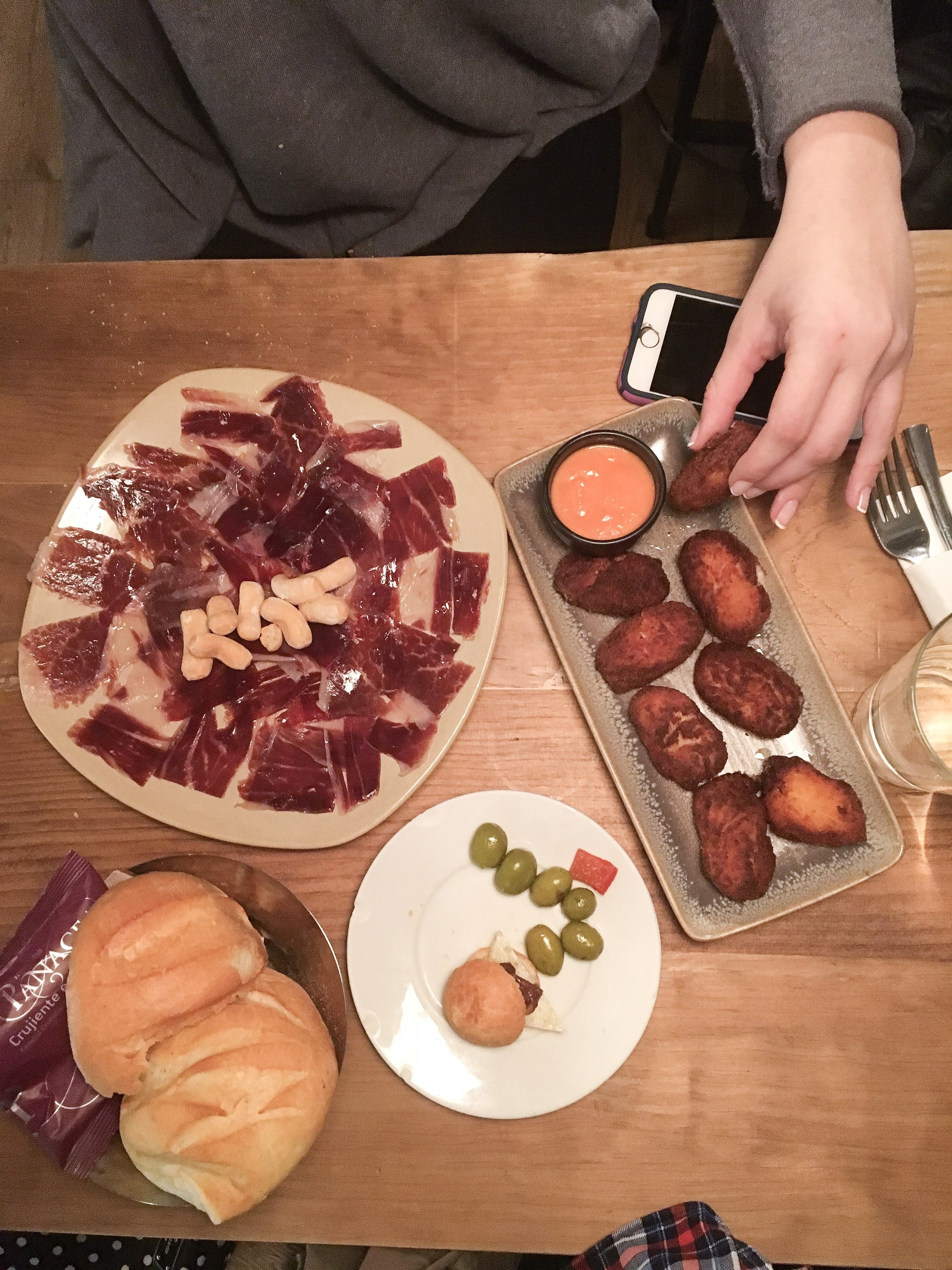 It took nearly 40 minutes for our tapas to come out at this tapas bar by my apartment