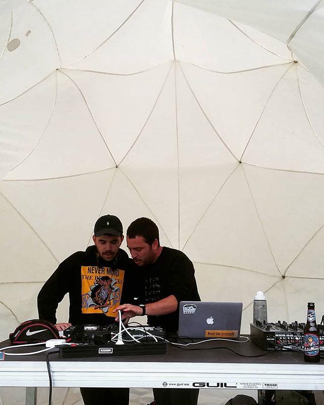 Sesión matinal en el @astromonafest a cargo de #leterrible y #jimboj en las tripas de nuestra Membrane.  El año que viene repetimos ;) #astromonafest #Balboa #arquitecturaligera #pinchadaenelrio