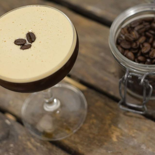 Espresso martini er altid en god ide, og en klar favorit blandt vores kunder 🍸🐒😍 #mobilbar