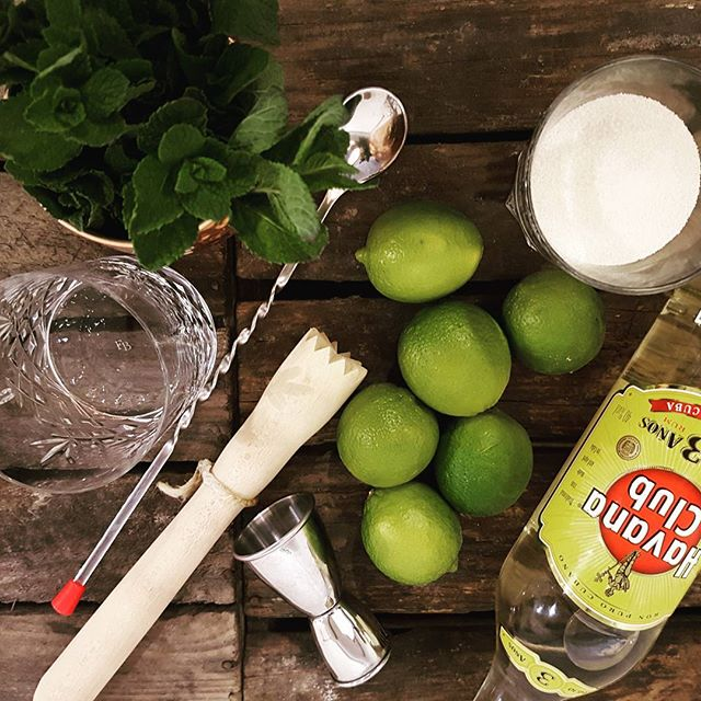 Mojitos in the making 🍈🍈🍈 #mobilbar #mojito