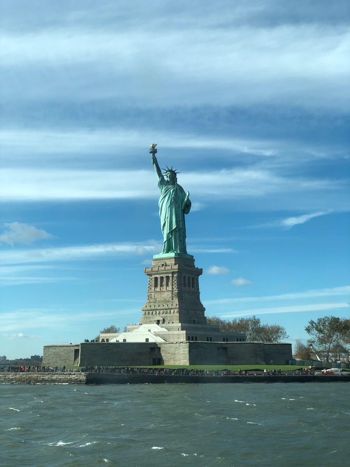 Die Statue of Liberty.