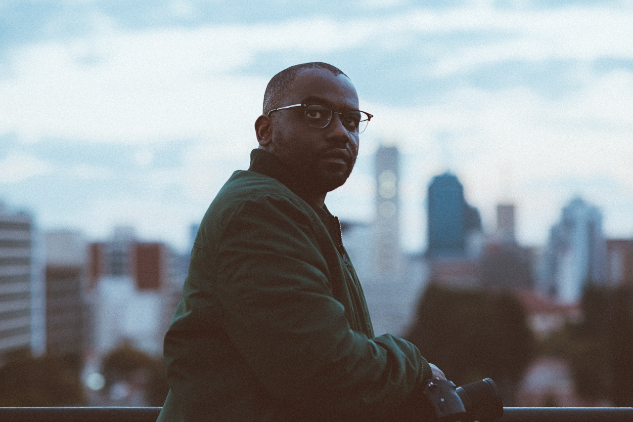Steven Chikosi is a documentary photographer in Harare who i met thanks to the internet. We interviewed him for the film