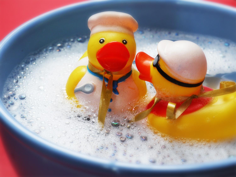 rubber-ducks-in-bucket-RT.jpg