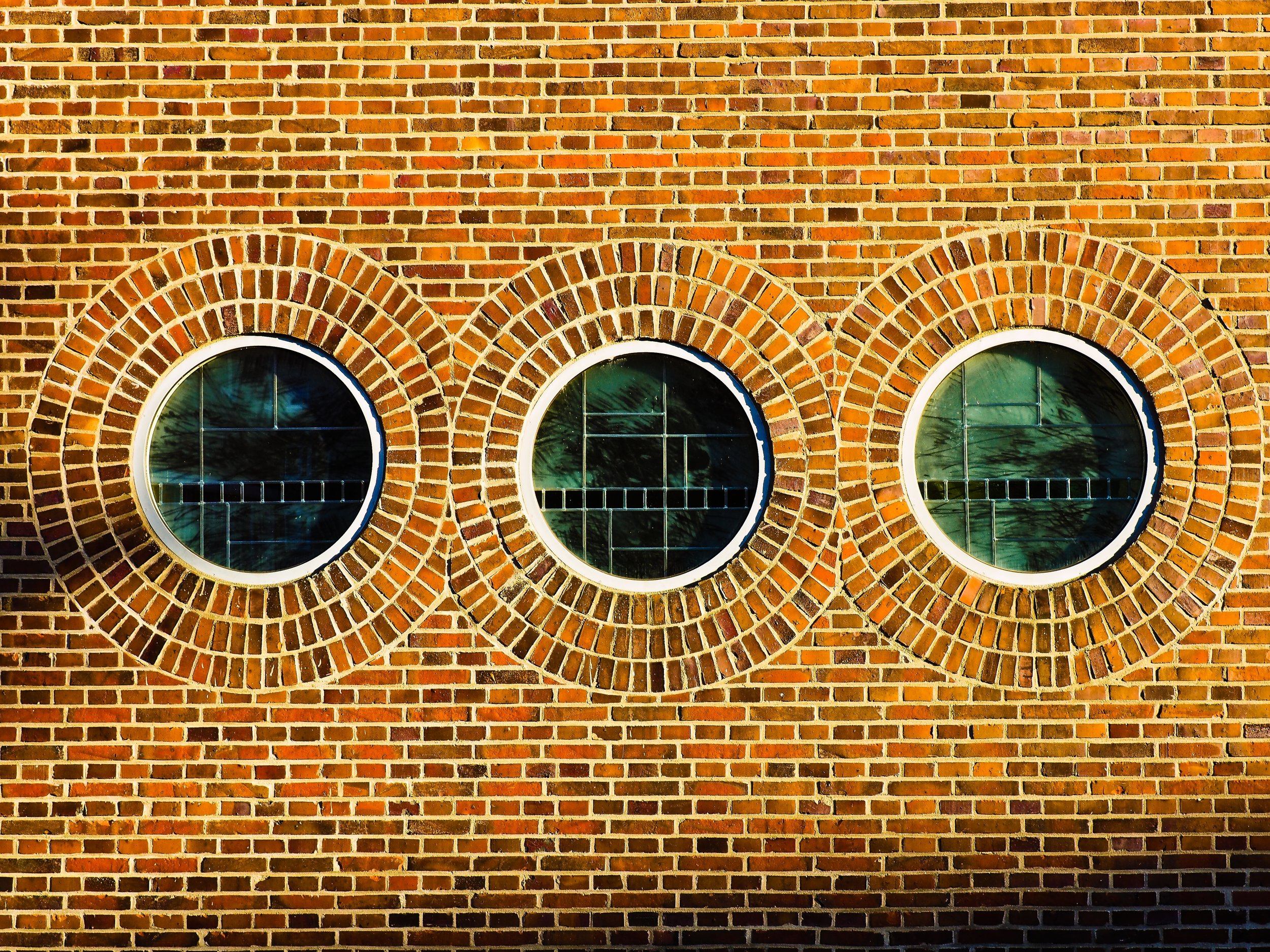 facade-950794.jpg
