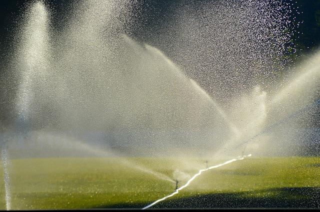 lawn-irrigation-2456123_640.jpg