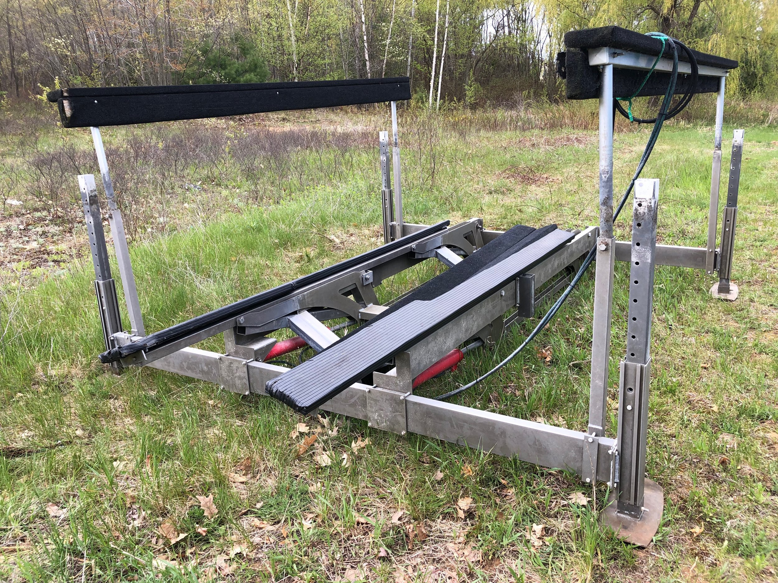 4400 lb Summit Hydraulic Lift - 2010 Summit Hydraulic Lift with Vinyl Bunks and wheel kit. Great shape, everything works as it should. Priced at $3,500 O.B.O. Delivery and Install available at additional cost.