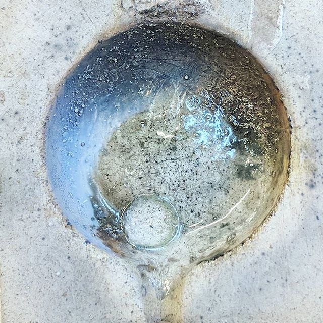 Melting scarp gold aftermath looks like a distant #galaxy. After all, everything is made of stars. 👨‍🚀 #behindthescenes #handmadejewellery
