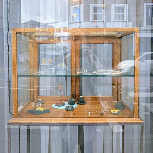 Just ring the bell! 🔔 #shopindependent #islington #londongallery