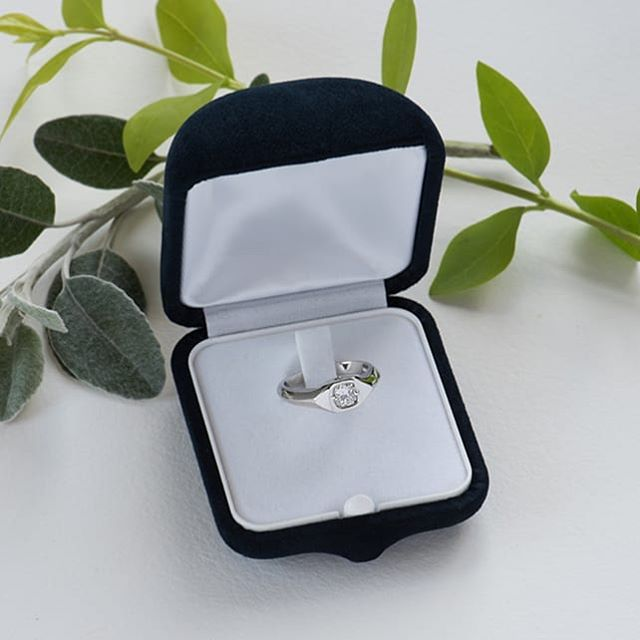 I can now share my recent project! Double the pleasure to make something for a good friend. 😻 A statement signet type engagement ring to stand out from the rest 👊 #shesaidyes #alternativeengagementring #madeinuk