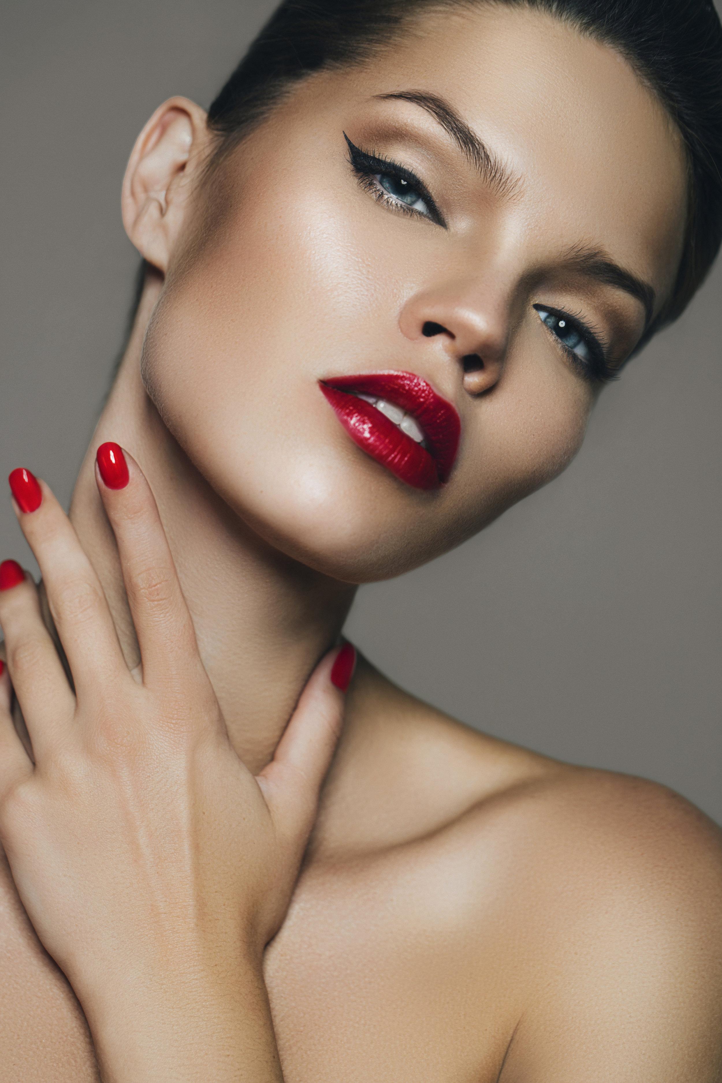 blush-beauty-lookspire-model.jpg