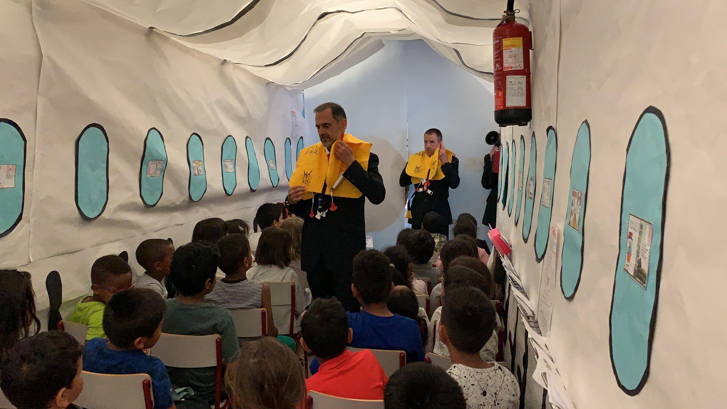 Un avión en el pasillo! Con la colaboración de personal de Iberia
