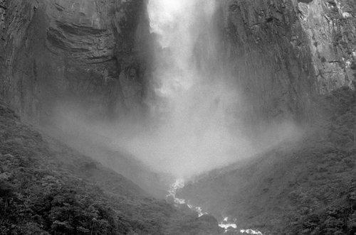 e_Angel+Falls,+base.+Canaima.jpg