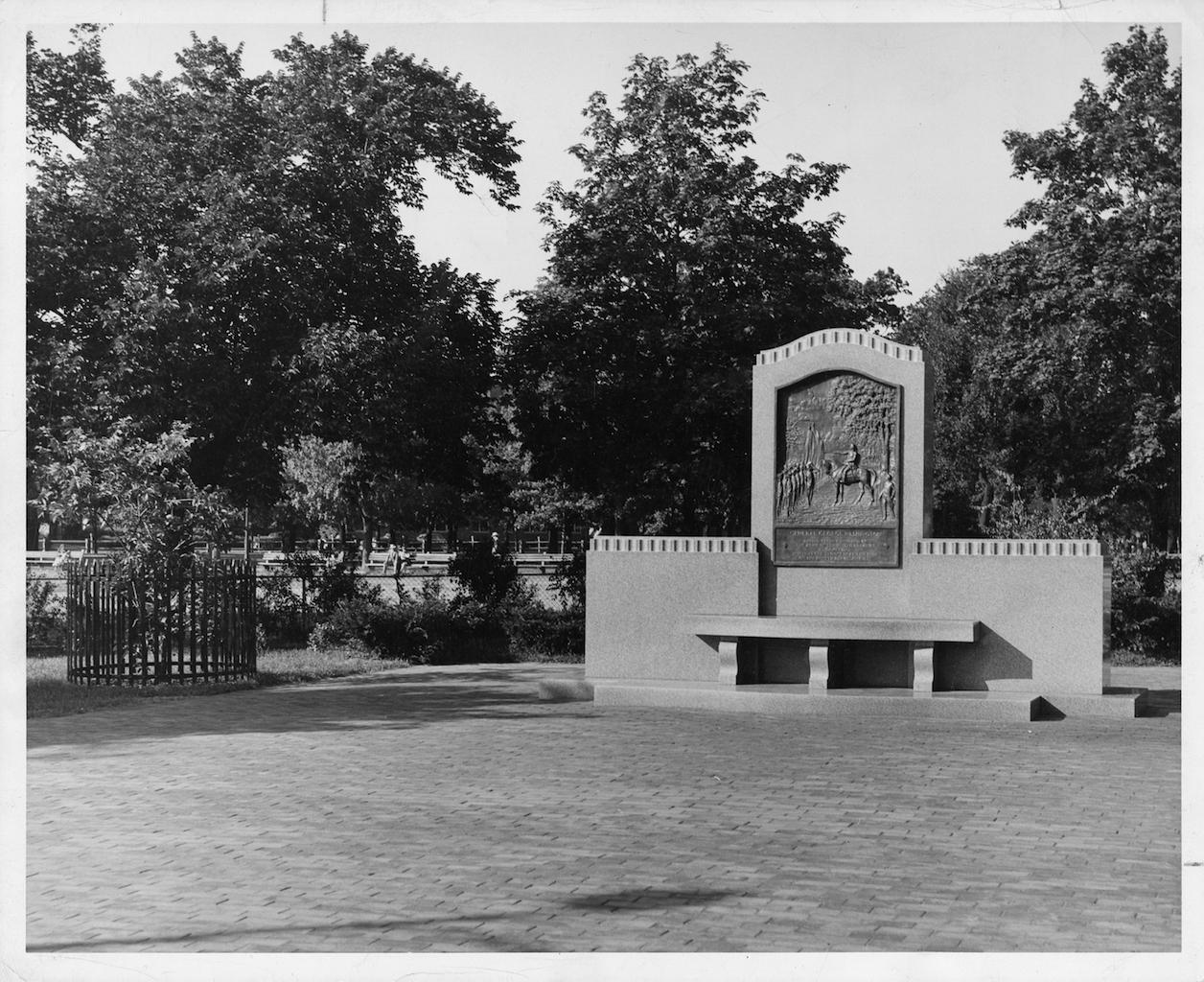 Washington Monument Memorial on Cambridge Common