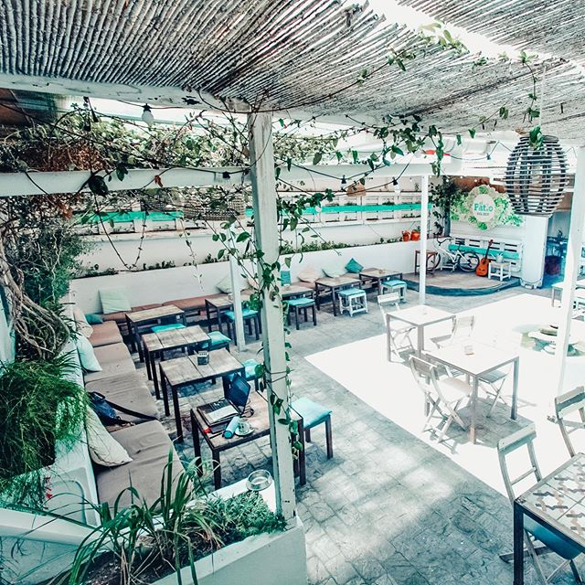 Our patio is ready 💚 . . Pic by @eightfreerudetarifa edit by @azitunilla . . #ecofriendlyplace #ecohub #tarifaplacestoeat #ecorestaurant #tarifaecocenter