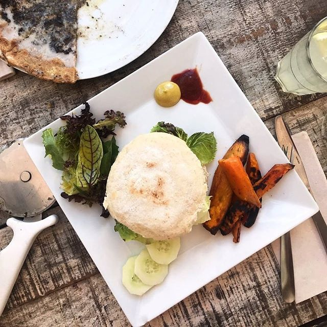 Made with Vegan Love 💚 Pic by @corazonfood . . #tarifa #tarifarestaurant #veganrestauranttarifa #vegantreats #tarifafood #healthyfood #visittarifa #organicfood