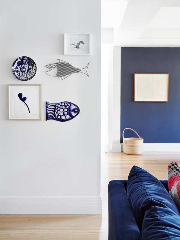 Dulux Lexicon sits restfully with blues, to marry its blue undertone.
