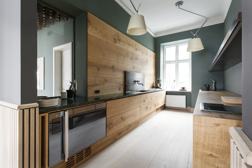 Accent wall colour, timber details and simple lines.