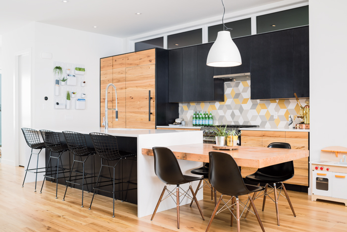 Transitional kitchen, with a splash of yellow that brings energy and happieness to the space