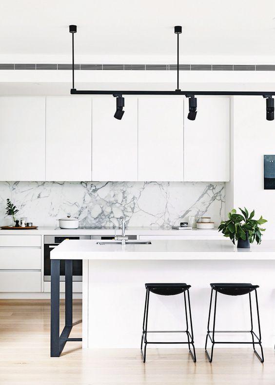 Kylie Montelone_Spacedresser_New York Marble_Splashback kitchen white cabinets.jpg