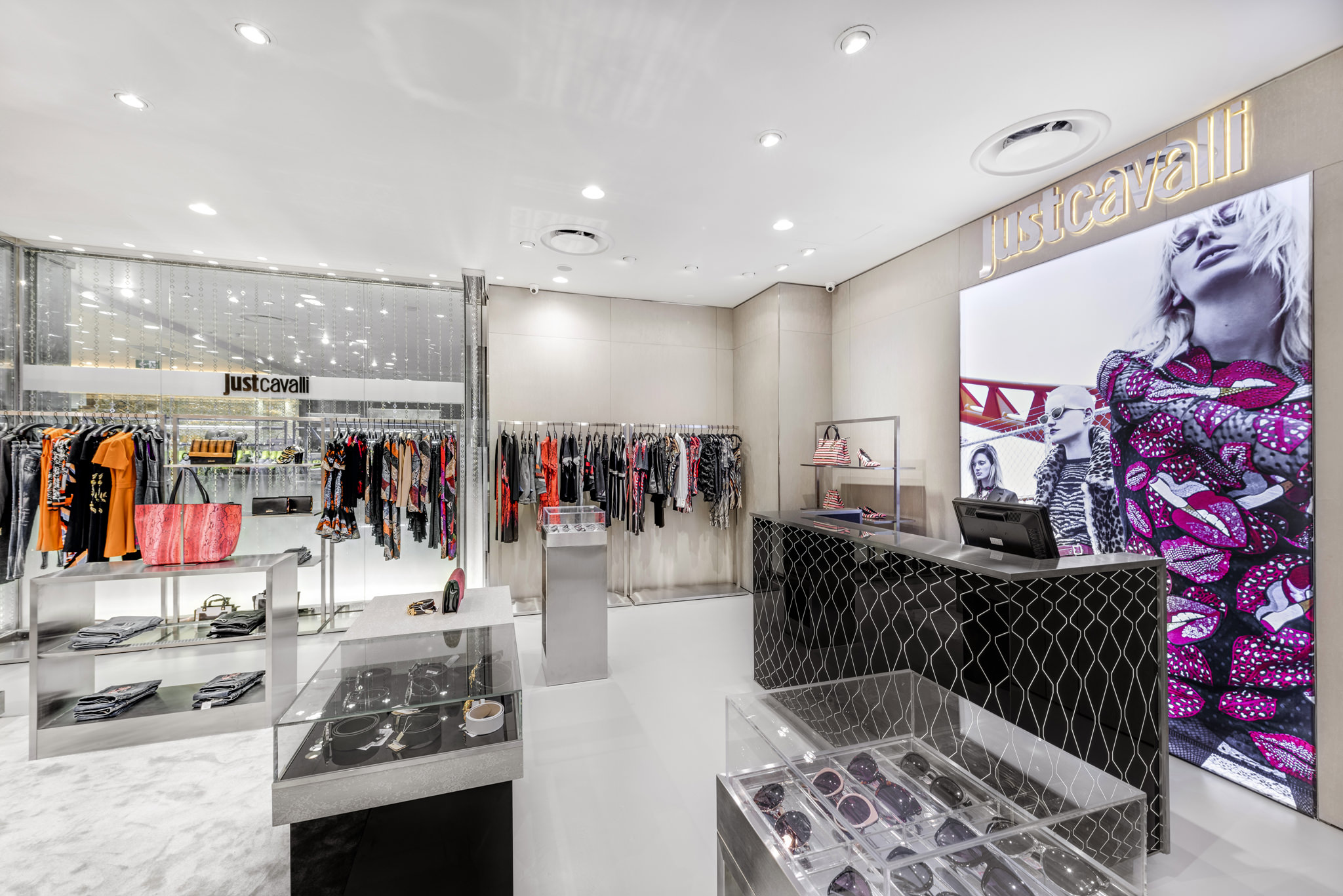 20160729 - Just Cavali - HCM - Commercial - Interior - Store - Retouch 0007.jpg