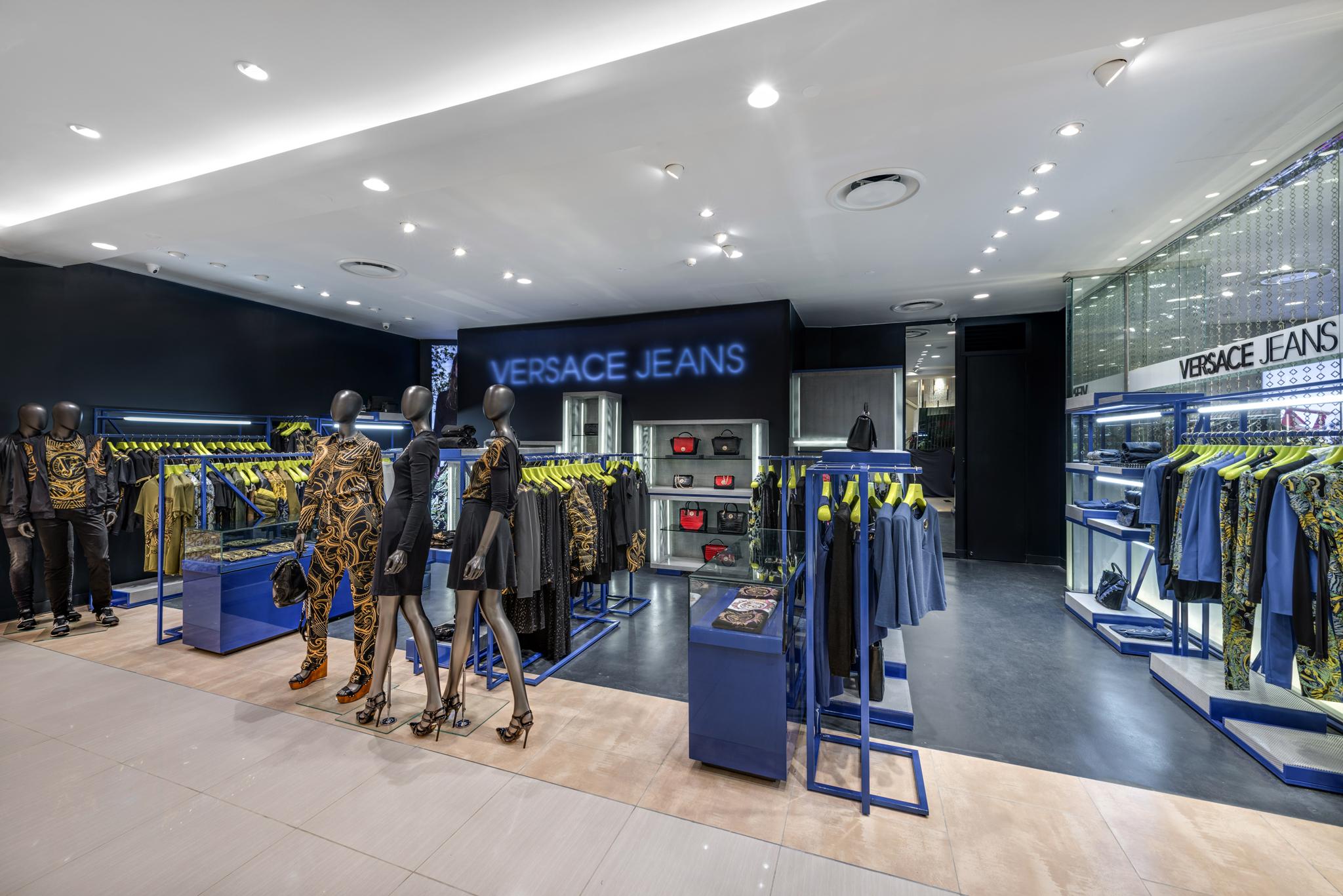 20160729 - Versace Jean - HCM - Commercial - Interior - Store - Retouch 0002.jpg