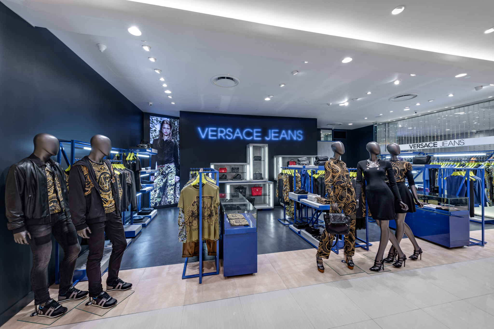 20160729 - Versace Jean - HCM - Commercial - Interior - Store - Retouch 0003.jpg