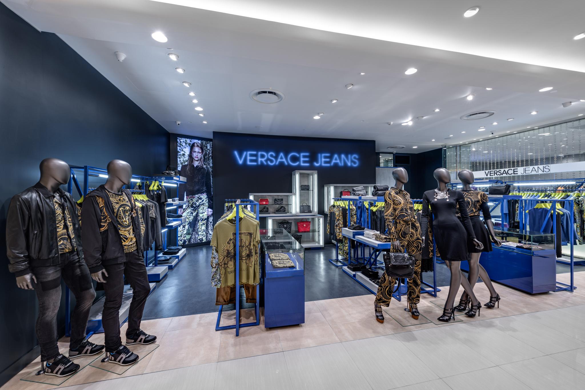 20160729 - Versace Jean - HCM - Commercial - Interior - Store - Retouch 0003.jpg