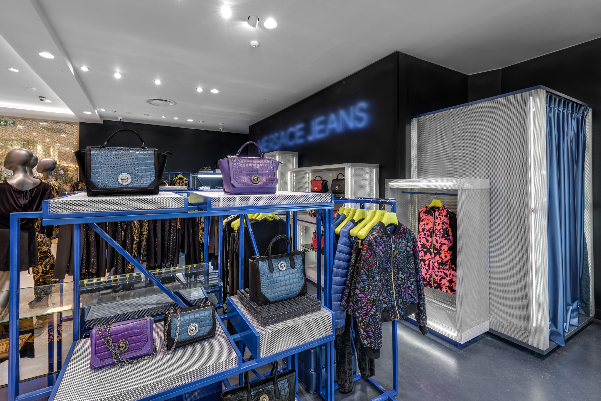 20160729 - Versace Jean - HCM - Commercial - Interior - Store - Retouch 0006.jpg